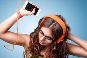 Giật mình trước 5 tác hại khủng khiếp khi đeo tai nghe khi ngủ