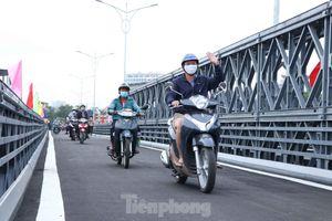 Người dân Sài Gòn thoát cảnh 'qua sông lụy đò'
