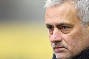 Mourinho và Tottenham tức giận BTC Ngoại hạng Anh vì Covid-19