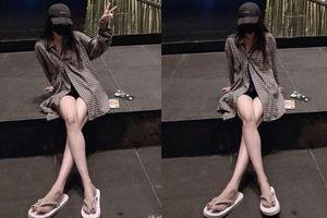 Giữa thời tiết buốt giá, Dương Mịch đăng ảnh tiễn biệt năm cũ khoe đôi chân siêu nuột, bảo sao thiếu gia Cbiz mê mệt