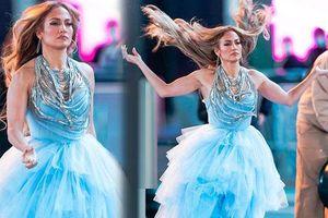 Jennifer Lopez diện đầm như công chúa Lọ Lem