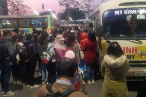 Hà Nội: Bến xe đông nghịt chiều cuối năm, trước kỳ nghỉ Tết Dương lịch