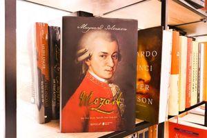 Ra mắt sách về thiên tài âm nhạc Mozart với nhiều góc nhìn
