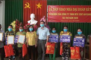 Bàn giao 20 căn nhà Đại đoàn kết hộ nghèo Thoại Sơn