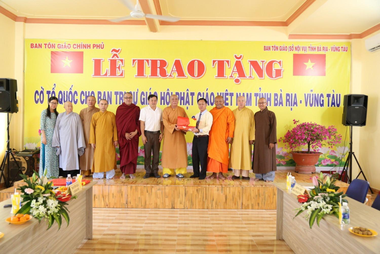 BR-VT: Ban Tôn giáo Chính phủ trao tặng cờ Tổ quốc đến Ban Trị sự