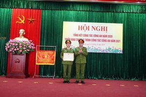 Trao tặng Huân chương bảo vệ Tố quốc cho Công an huyện Mê Linh