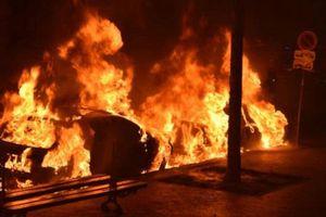 Hàng chục ôtô bị đốt cháy trong đêm giao thừa ở Pháp