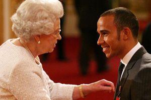 Lewis Hamilton được phong tước 'Hiệp Sĩ'