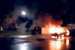 Pháp đón năm mới 'rực lửa', hàng chục ô tô bị đốt cháy
