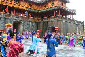 Lễ Ban sóc thu hút khách du lịch đến Huế
