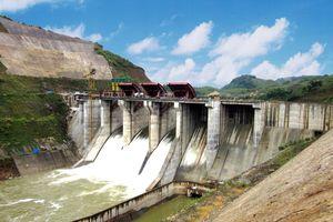 Khẩn cấp xử lý sự cố đường ống dẫn nước thủy điện A Lưới