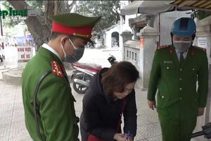 Phường Láng Thượng ra quân xử lý vi phạm trật tự đô thị trên phố Chùa Láng