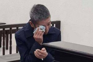 Nước mắt cha con bị cáo, bị hại trong phiên xử cuối năm