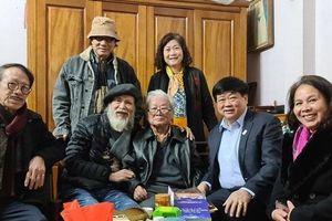 PGS.TS Nguyễn Thế Kỷ thăm và chúc mừng nhạc sỹ Hồng Đăng tròn 85 tuổi