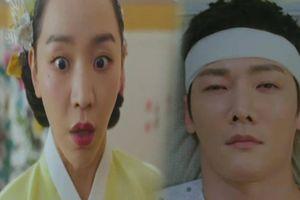 'Mr. Queen' tập 7: Shin Hye Sun hoảng hốt vì hai linh hồn sáp nhập thành một