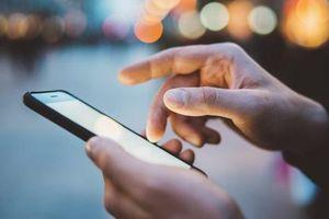 Người dùng điện thoại thường xuyên rất dễ gặp 7 kiểu chấn thương này: Đau khớp, hại mắt, ảnh hưởng không nhẹ tới cột sống