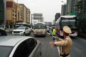 CSGT phân luồng từ xa bảo đảm ATGT đón người dân về Hà Nội