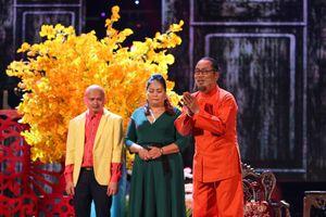 'Tết Vạn Lộc': Quang Lê nói lời cảm tạ, tiễn biệt Chí Tài và các nghệ sĩ ra đi năm qua