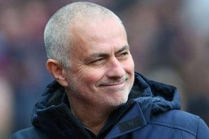 Mourinho lại 'cà khịa' cầu thủ Man United