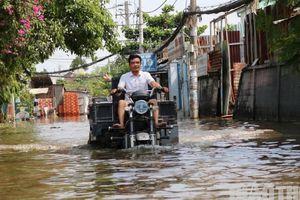 Không mưa, con đường ở TP.Thủ Đức bỗng dưng ngập nặng
