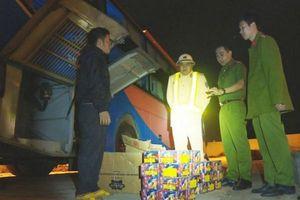 Đắk Lắk: Xe khách vận chuyển hơn 1 tạ pháo hoa trái phép