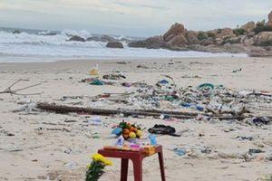 Huy động lực lượng tìm kiếm hai du khách mất tích khi tắm biển Kê Gà
