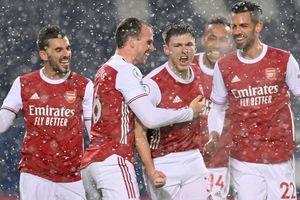 Kết quả Ngoại hạng Anh: Lacazette tỏa sáng, Arsenal thắng tưng bừng