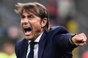 Conte mắng Vidal trong trận đấu