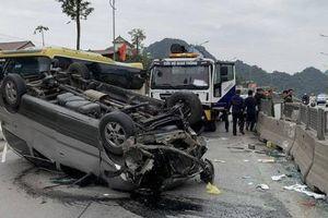 Tin giao thông đến sáng 4/1: Liên tiếp ô tô bị lật, 9 người bị thương