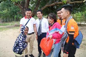 Báo Pháp luật Việt Nam đồng hành cùng Hành trình thiện nguyện của Club Blue Sky