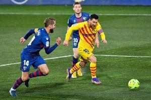 Messi tỏa sáng, Barca thắng nhọc