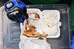 Bữa trưa của các shipper khắp Đông Nam Á