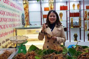 Phiên chợ Sâm Ngọc Linh đầu năm thu về hơn 2 tỷ đồng