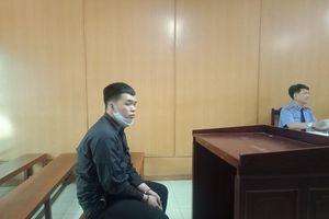 Nam sinh viên hầu tòa vì chém người trong sân bóng