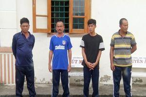 Nhóm người ở trường gà bắt giữ con bạc để đòi tiền chuộc