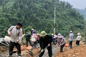 Giúp dân bản Cò Phạt làm đường mới