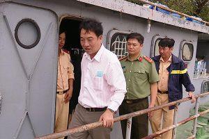 Chủ tịch Vĩnh Long đến hiện trường chỉ đạo tìm kiếm đại úy CSGT mất tích