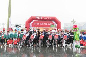 300 chiếc xe đạp được trao cho học sinh có hoàn cảnh khó khăn ở Nghệ An