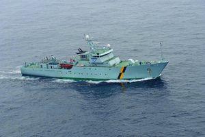 Tàu tuần tra của hải quân Scotland chặn tàu đánh cá Ireland