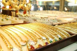 Giá vàng tiếp tục đà tăng dữ dội