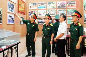 Đoàn công tác của Viện Lịch sử quân sự Việt Nam thăm Căn cứ Trung ương Cục miền Nam