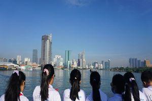 Học sinh đi tàu cao tốc ngắm Sài Gòn, thi Văn hay chữ tốt