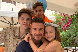 Gia đình David Beckham bí mật rời Anh trước lệnh phong tỏa