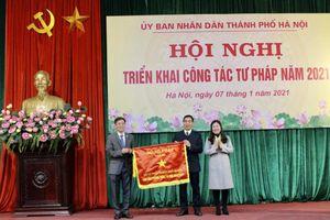 Sở Tư pháp Hà Nội nhận danh hiệu 'Cờ thi đua ngành Tư pháp' năm 2020
