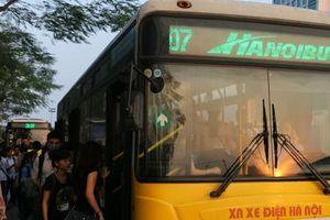 Phục hồi lộ trình 15 tuyến buýt sau khi thông xe cầu Thăng Long