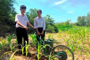Học sinh lớp 9 sáng chế máy làm cỏ, bón phân giành giải Nhất cuộc thi Khoa học công nghệ