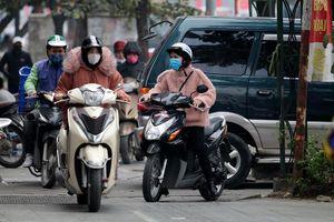 Lộn xộn xe máy 'chiếm' vỉa hè của người đi bộ