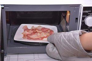 4 thực phẩm hâm lại bằng lò vi sóng sẽ 'rước họa vào thân'