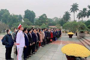 VINASME tổ chức đoàn doanh nhân, doanh nghiệp thành viên vào Lăng viếng Chủ tịch Hồ Chí Minh