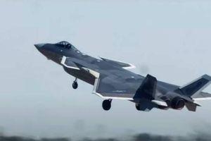 Trung Quốc trình diễn tiêm kích J-20 với động cơ WS-10C